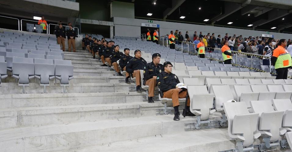 Arena da Baixada: durante inauguração, detalhe para arquibancada sem cadeiras