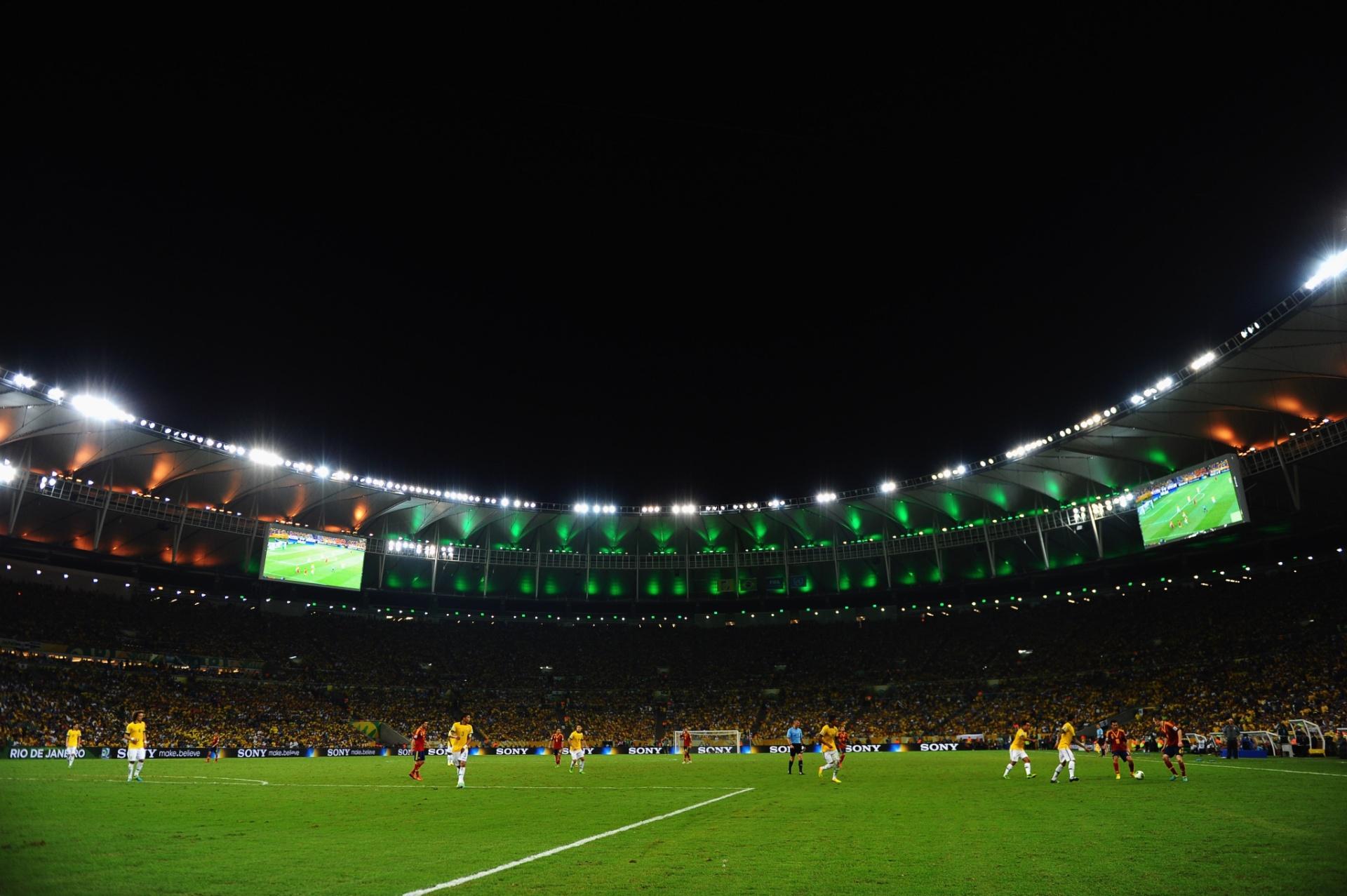 Foto noturna do Maracanã