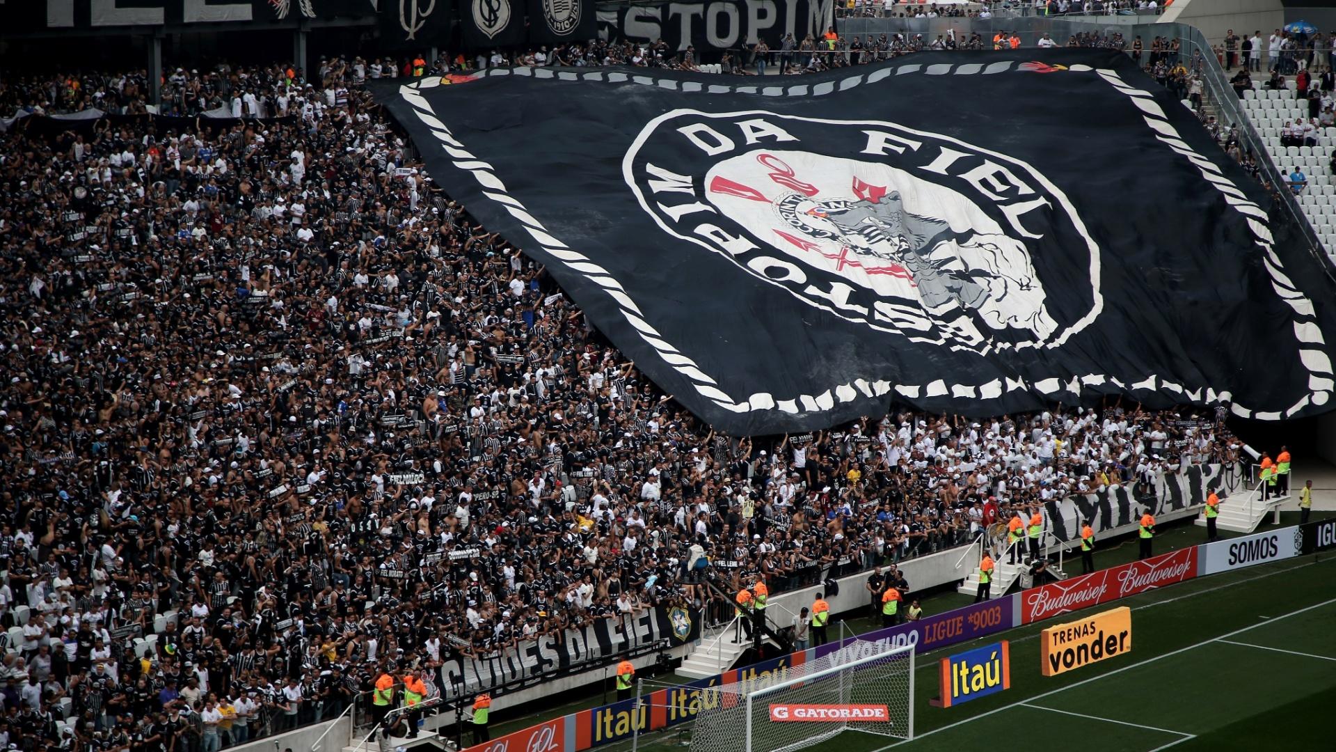 Itaquerão: detalhe para torcida do Corinthians na arquibancada do estádio