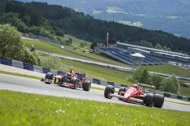 Vettel e Berger andam com Red Bull de 2010 e Ferrari de 1988 na Áustria