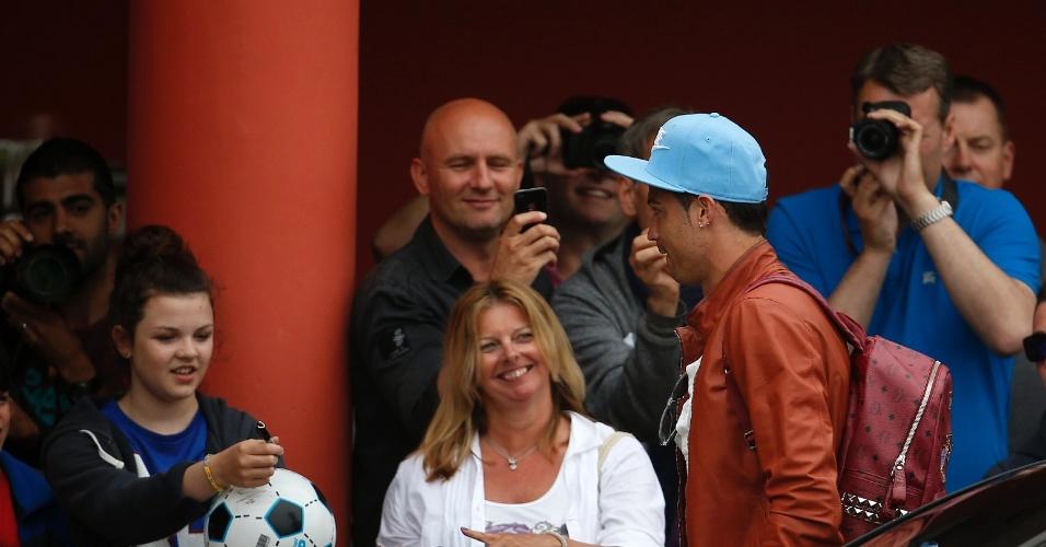 Cristiano Ronaldo se apresenta à seleção portuguesa, que chega a hotel em Óbidos