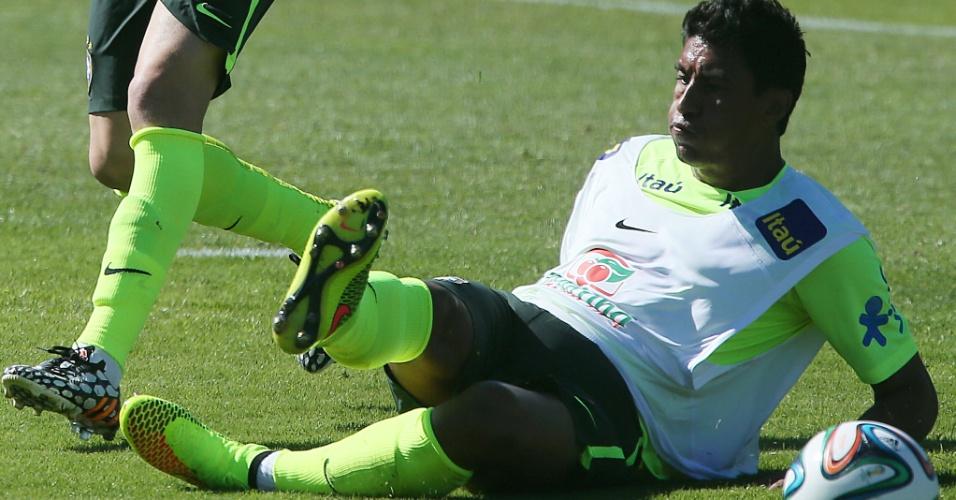 Paulinho participa do treinamento da seleção brasileira para a Copa do Mundo nesta sexta em Teresópolis