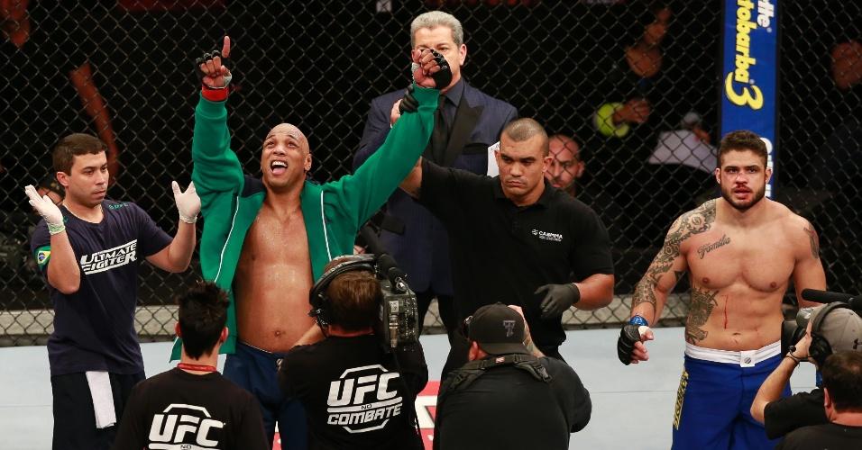 31.mai.2014 - Pezão comemora vitória sobre Rick Monstro no card preliminar do TUF Brasil 3 Final