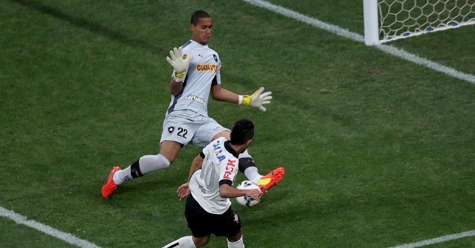 01. jun. 2014 - Renan sai nos pés de Petros e salva o Botafogo