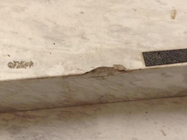 04.06.14 - Imagem mostra mármore do Itaquerão danificado por fornecedores da Fifa