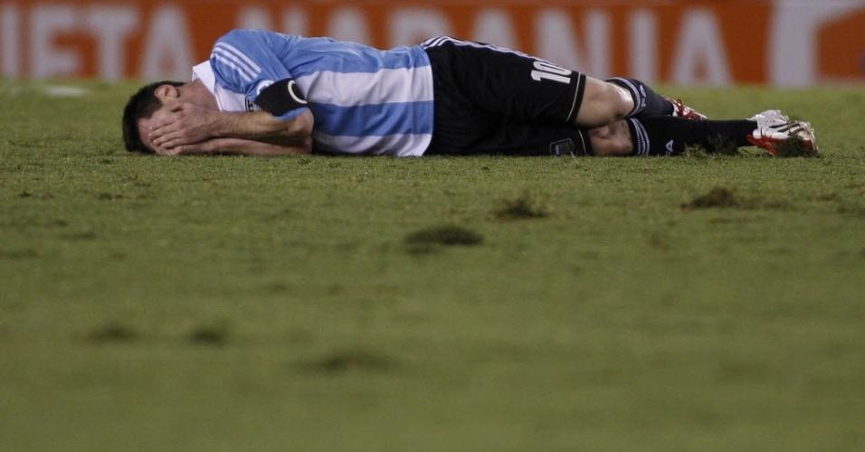 Messi vai ao chão em partida contra a Venezuela em Buenos Aires, pelas eliminatórias