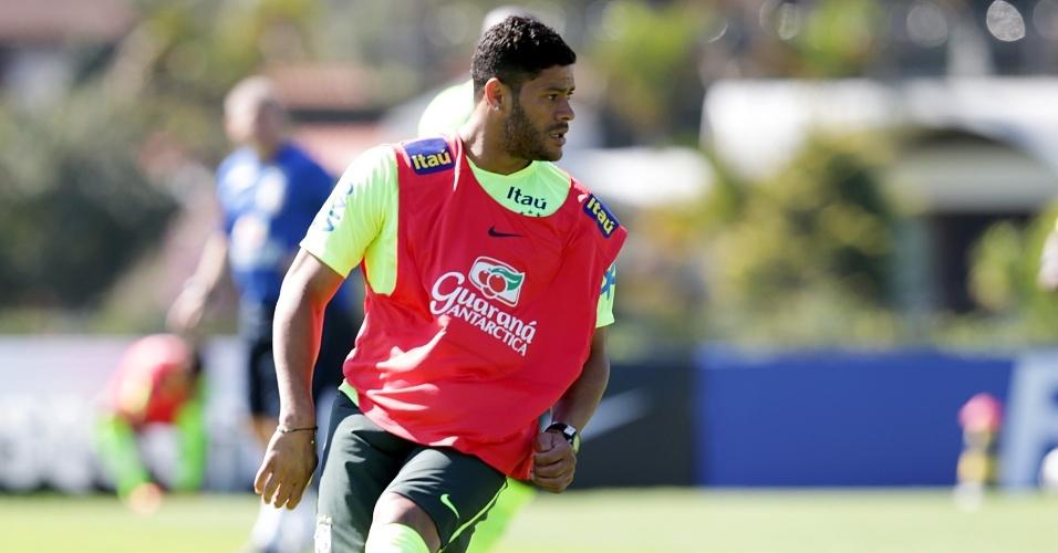 O atacante Hulk participou de treino com a seleção brasileira na manhã desta quinta-feira em Teresópolis