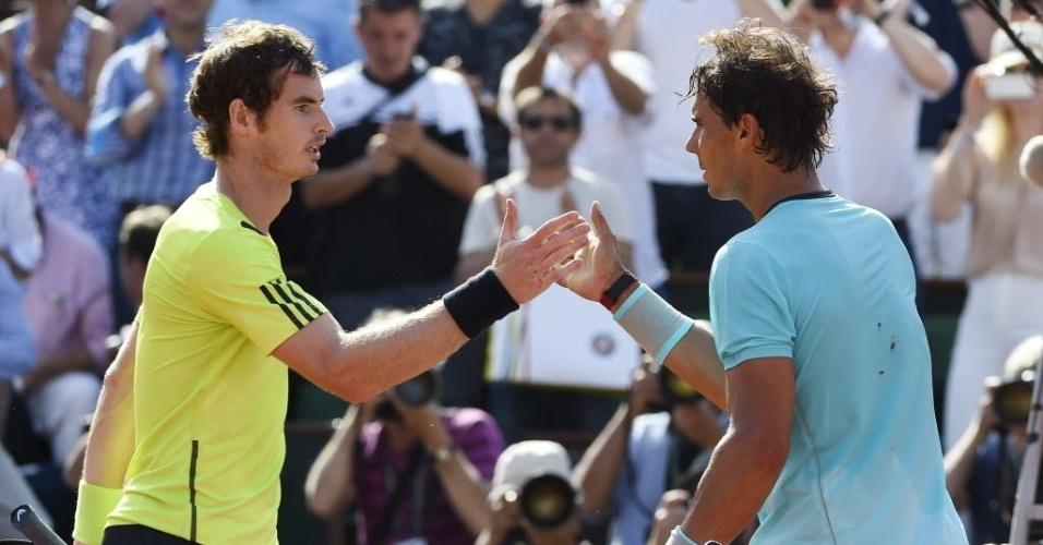 06.jun.2014 - Nadal cumprimenta Murray após vencê-lo na semifinal de Roland Garros