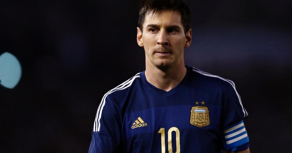 Messi faz cara feia durante a vitória da Argentina sobre Trinidad e Tobago em Buenos Aires