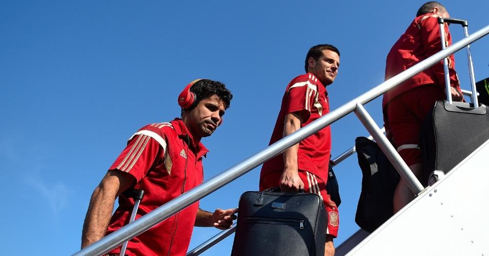 08.jun.2014 - Diego Costa embarca com seleção espanhola em aeronave no Aeroporto Internacional de Baltimore-Washington Thurgood Marshall
