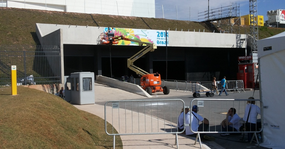 Fifa instala últimos materiais no Itaquerão; estádio receberá a abertura da Copa do Mundo na próxima quinta-feira