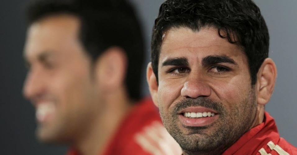 10.jun.2014 - Diego Costa conversa com os jornalistas durante entrevista coletiva