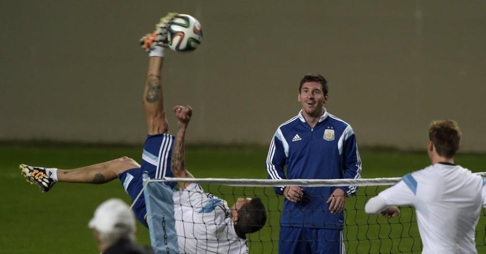 Messi e companheiros de Argentina fazem atividade recreativa no estádio Independência