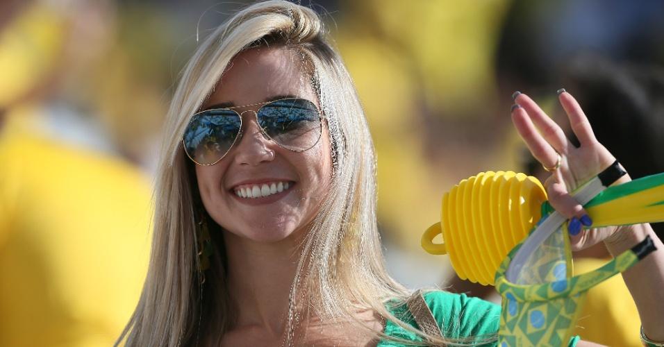 12.jun.2014 - Belas mulheres marcam presença no Itaquerão para a abertura da Copa do MundoBelas mulheres marcam presença no Itaquerão para a abertura da Copa do Mundo