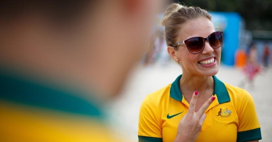 12.jun.2014 - Torcedora australiana se diverte na Fan Fest em Copacabana