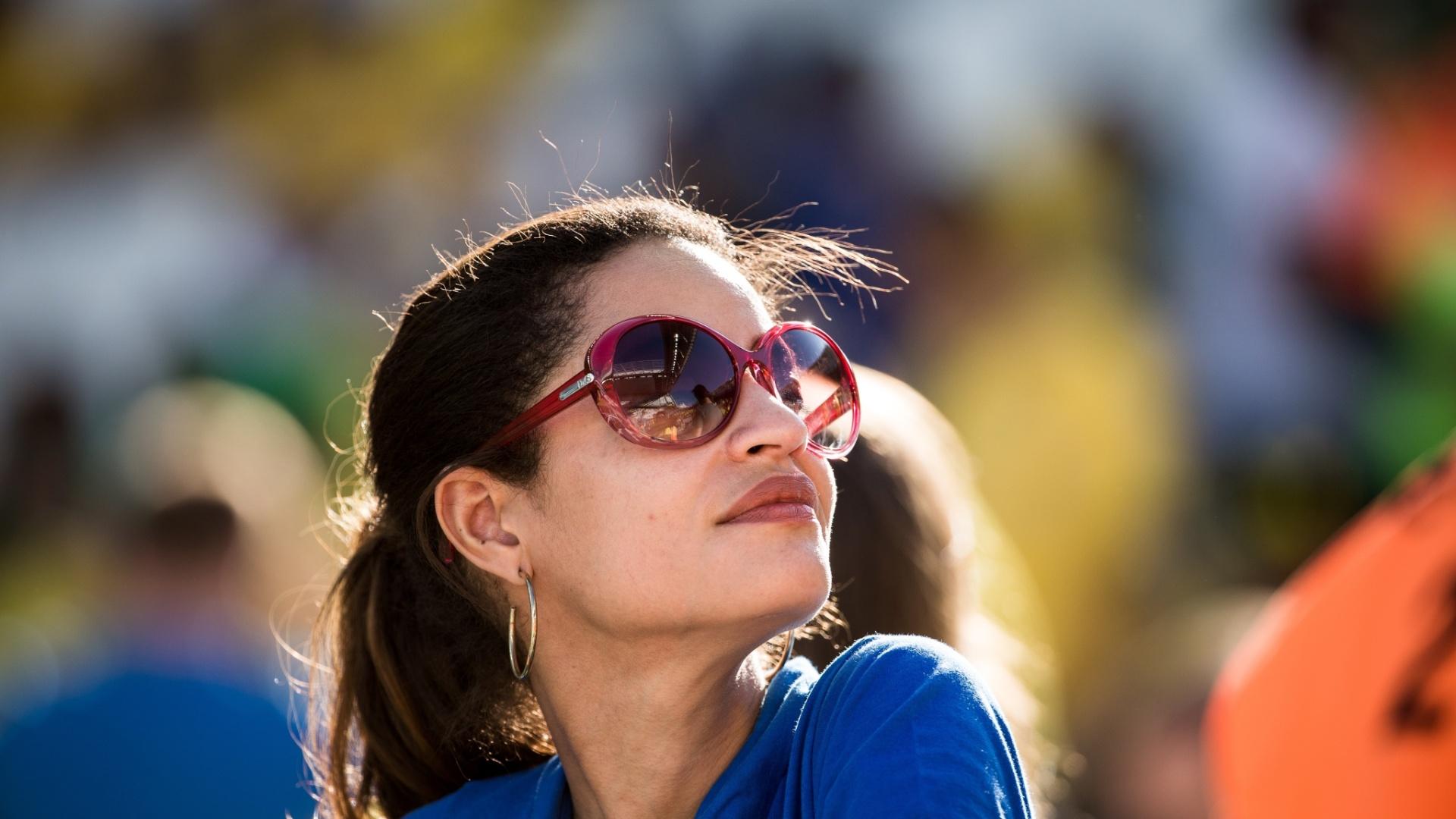 12.jun.2014 - Torcedora marca presença no Itaquerão para Brasil x Croácia, na abertura da Copa do Mundo