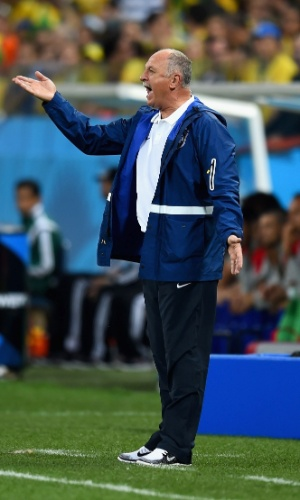 12.jun.2014 - Felipão orienta a seleção brasileira na estreia da Copa do Mundo, contra a Croácia, em São Paulo