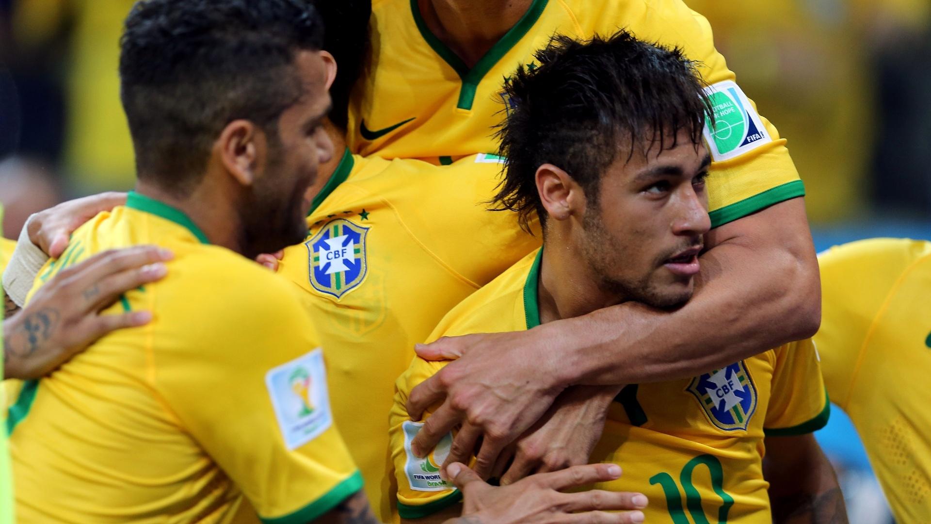 12.jun.2014 - Neymar marca de pênalti e vira a partida para o Brasil contra a Croácia no Itaquerão