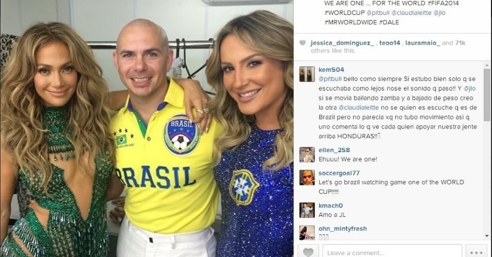 Rapper PitBull posa com Jennifer Lopez e Claudia Leitte após a cerimônia de abertura da Copa