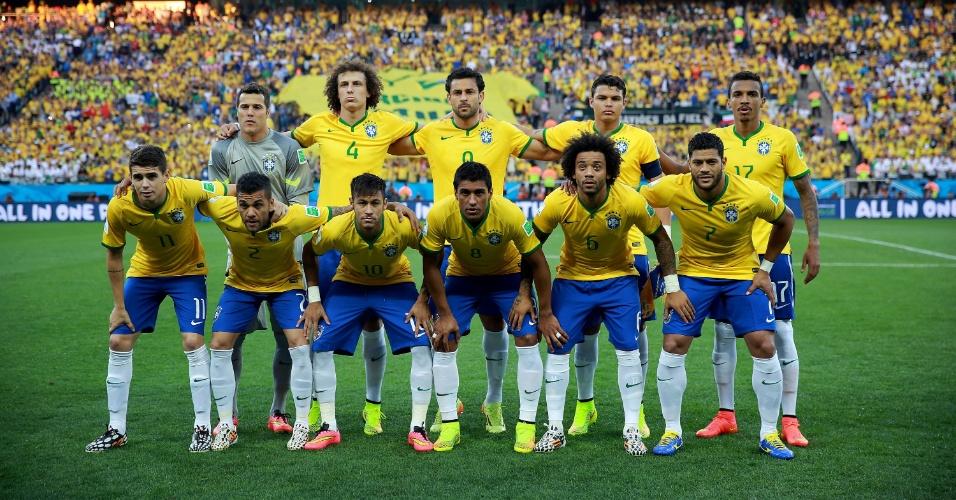 12.jun.2014 - Seleção brasileira faz foto oficial antes da partida contra a Croácia, pela estreia na Copa do Mundo