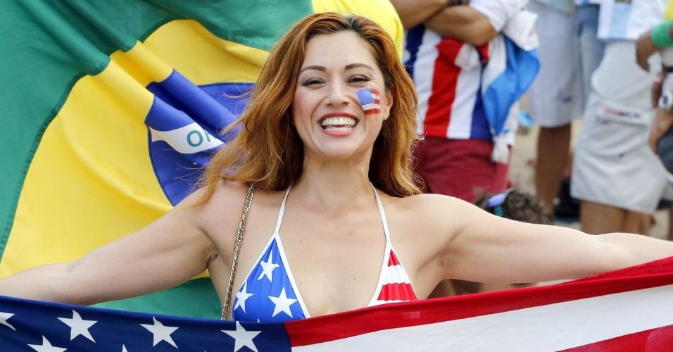 12.jun.2014 - Torcedora dos EUA leva bandeira e pinta o rosto para acompanhar a abertura da Copa, no Rio