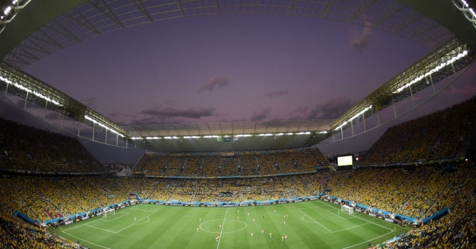 12.jun.2014 - Vista panorâmica do estádio Itaquerão durante jogo de estreia da Copa do Mundo, entre Brasil e Croácia