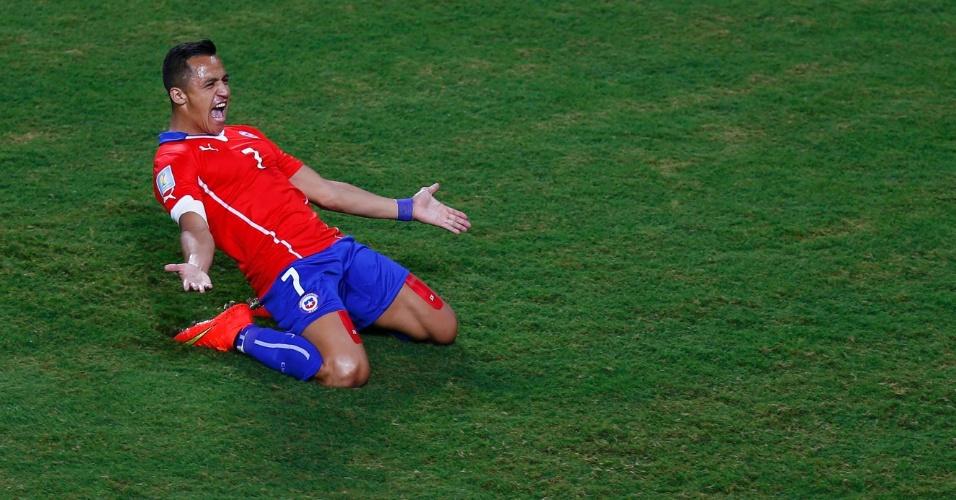13.jun.2014 - Alexis Sanchez vibra após abrir o placar para o Chile contra a Austrália
