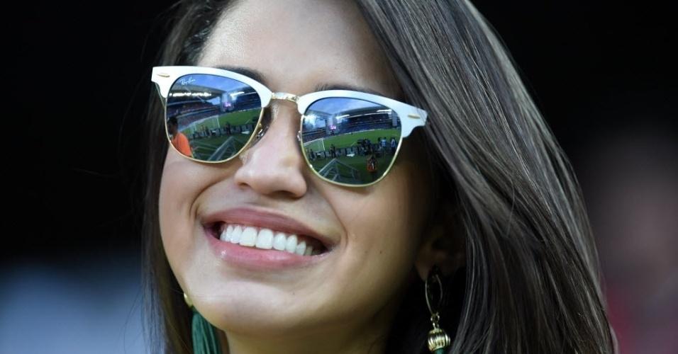 Bela torcedora acompanha partida entre Chile e Austrália pela primeira rodada da Copa do Mundo
