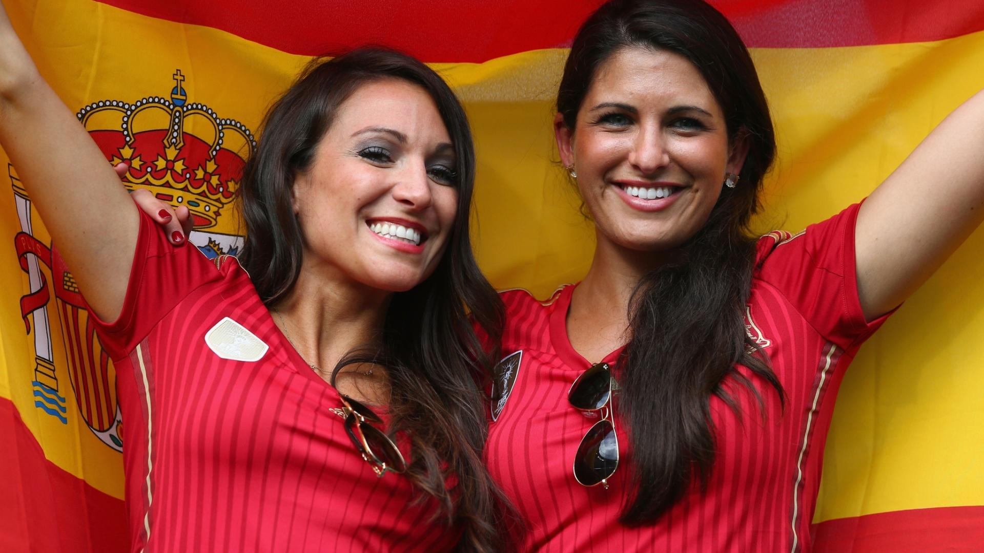 Espanholas acompanham partida contra a Holanda em Salvador