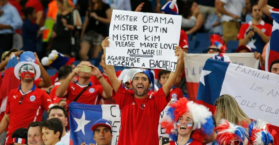 13.jun.2014 - Torcedor chileno manda recado para os presidentes dos EUA e da Rússia e também para o secretário-geral da ONU