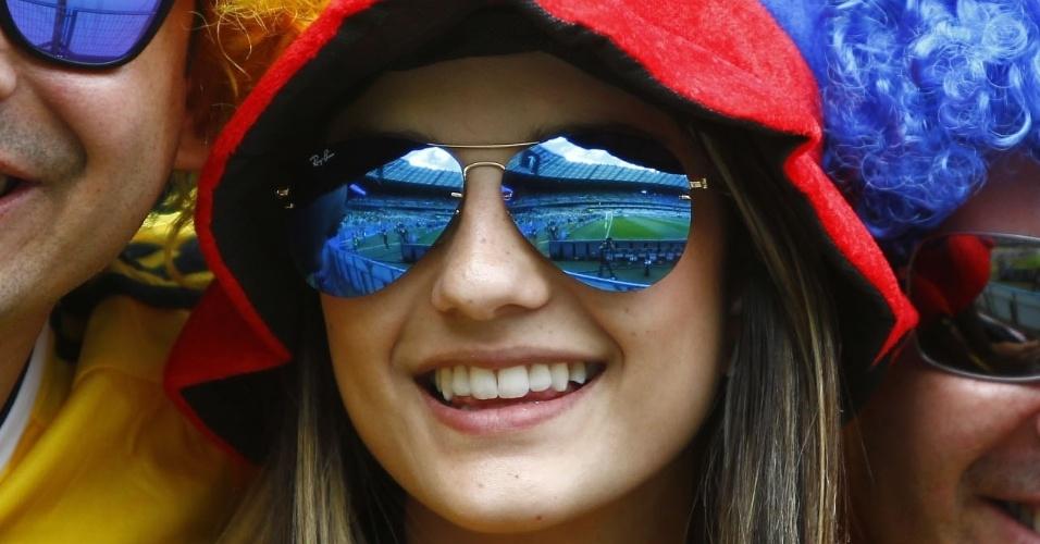 14.jun.2014 - Bela torcedora acompanha a estreia da Colômbia, contra a seleção da Grécia