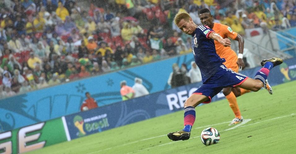 Honda finaliza e marca para o Japão, mas Drogba muda a Costa do Marfim e ajuda a dar a vitória para os africanos por 2 a 1