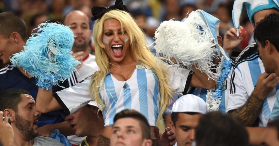 A torcedora argentina nem precisava do pompom para chamar a atenção de quem estava ao seu redor