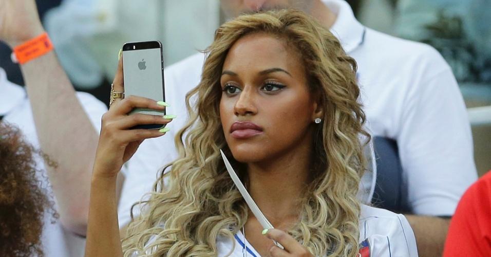 Fanny Neguesha ficou noiva de Balotelli pouco antes da Copa; o atacante pediu sua mão em casamento e postou a notícia nas redes sociais