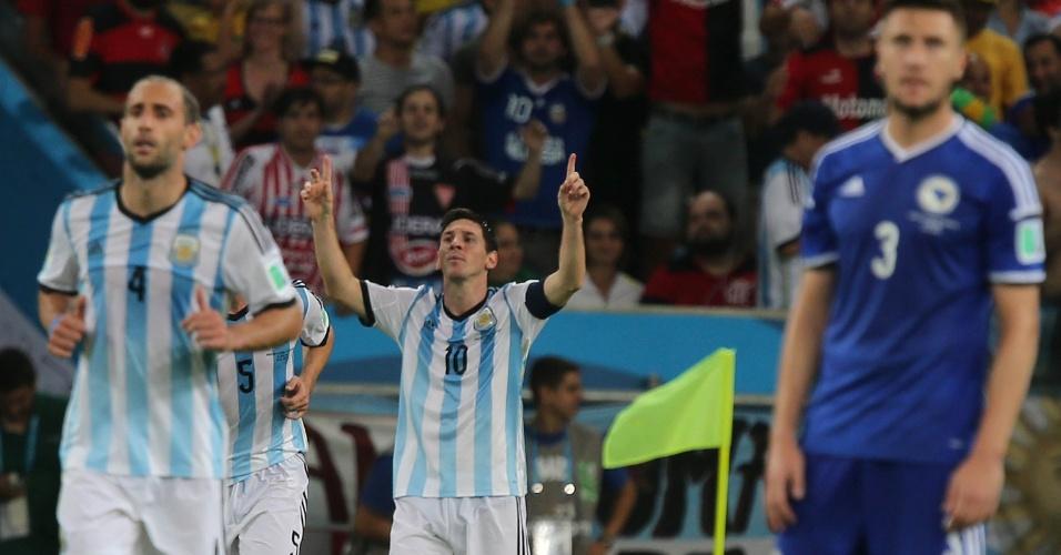 Messi comemora após marcar belo gol no Maracanã, o segundo da Argentina contra a Bósnia