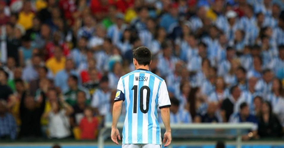 Messi ficou apagado no primeiro tempo, mas na segunda etapa marcou um belo gol e ajudou a Argentina a vencer por 2 a 1