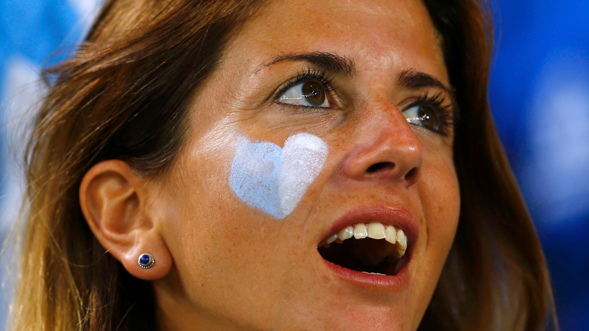 O que será que a torcedora argentina viu no Maracanã para ficar de boca aberta?