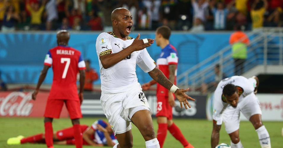 16.jun.2014 - Ayew bate no peito para comemorar o empate de Gana. Mas não adiantou muito, pouco tempo depois, os EUA mataram o jogo na Arena das Dunas