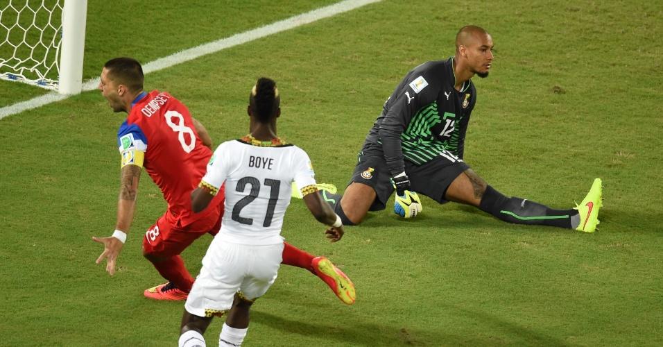 16.jun.2014 - Dempsey não tomou conhecimento da seleção de Gana e marcou para os EUA com menos de um minuto de jogo