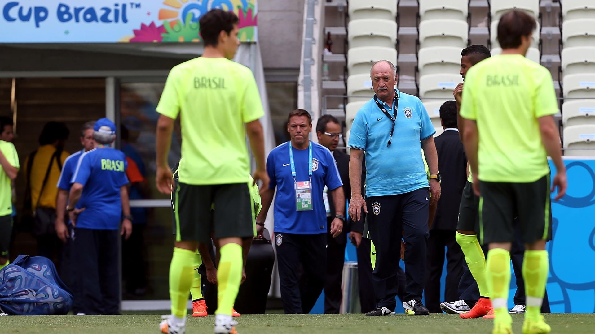 Felipão chega ao gramado do Castelão para comandar treino da seleção brasileira