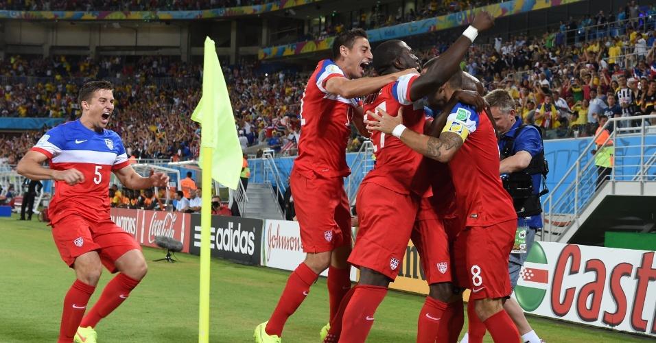 16.jun.2014 - Jogadores dos EUA comemoram após a seleção abrir o placar contra Gana com menos de 30 segundos de jogo
