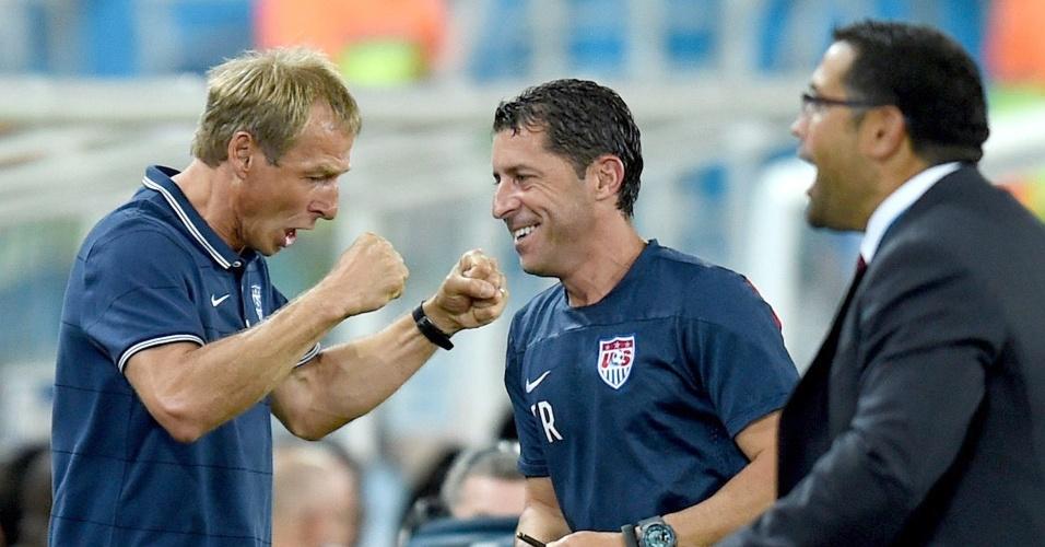 16.jun.2014 - Técnico dos EUA, Juergen Klinsmann, comemora após sua seleção abrir o placar contra Gana com menos de 30 segundos de jogo