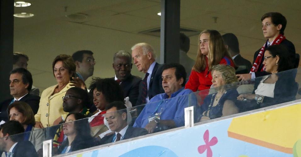 16.jun.2014 - Vice-presidente dos EUA, Joe Biden, acompanha a estreia da seleção na Copa do Mundo, contra Gana