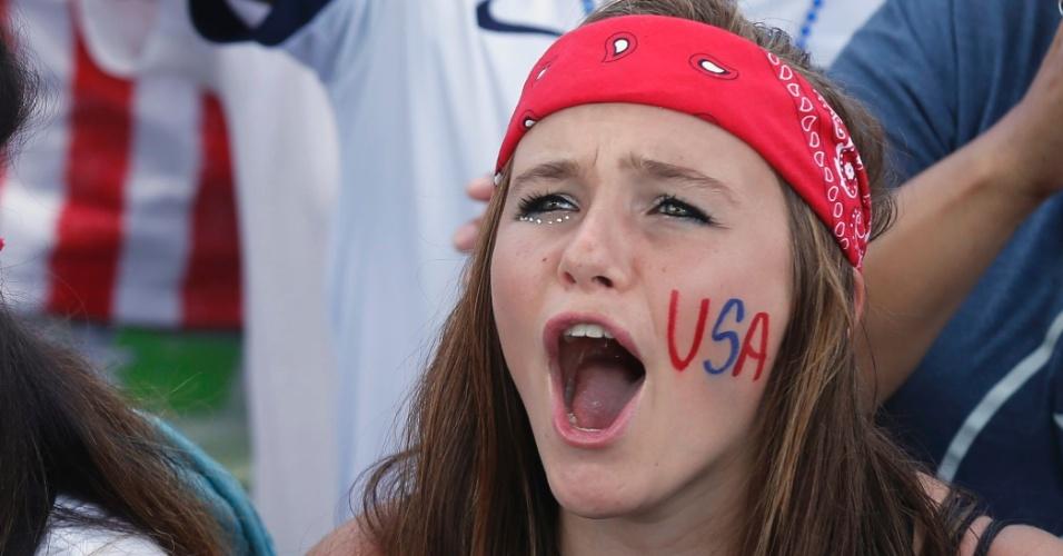 16.jun.2014 - Torcida pelos Estados Unidos em uma festa em Hermosa Beach, na Califórnia