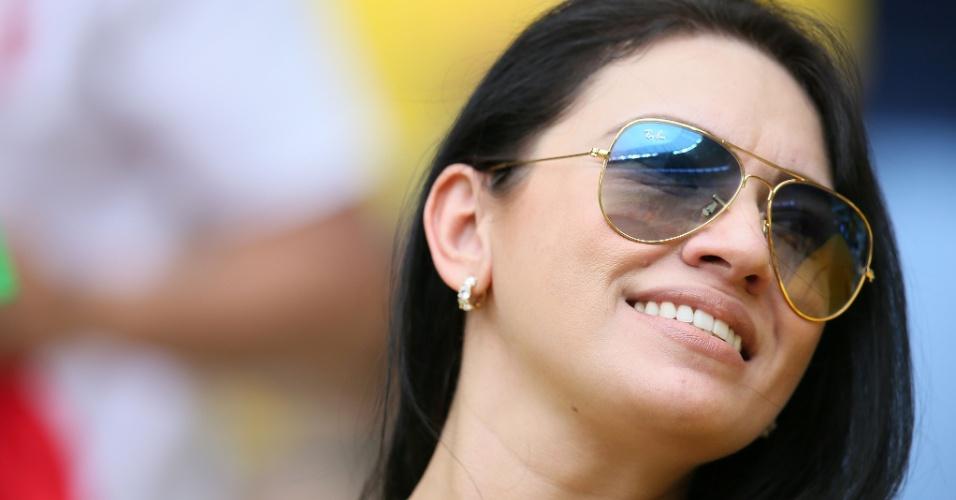 17.jun.2014 - Enquanto a partida não começa, fotógrafos que estão no Castelão registram a beleza da torcida