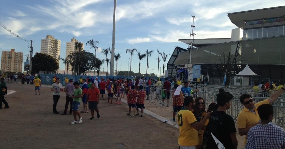 Entorno da Arena Pantanal antes das estreias de Russia e Coreia do Sul na Copa do Mundo