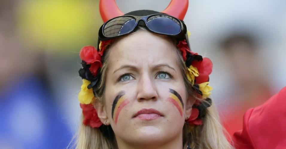 17.jun.2014 - Torcedora aguarda o início do jogo entre Bélgica e Argélia, estreia das duas equipes na Copa do Mundo