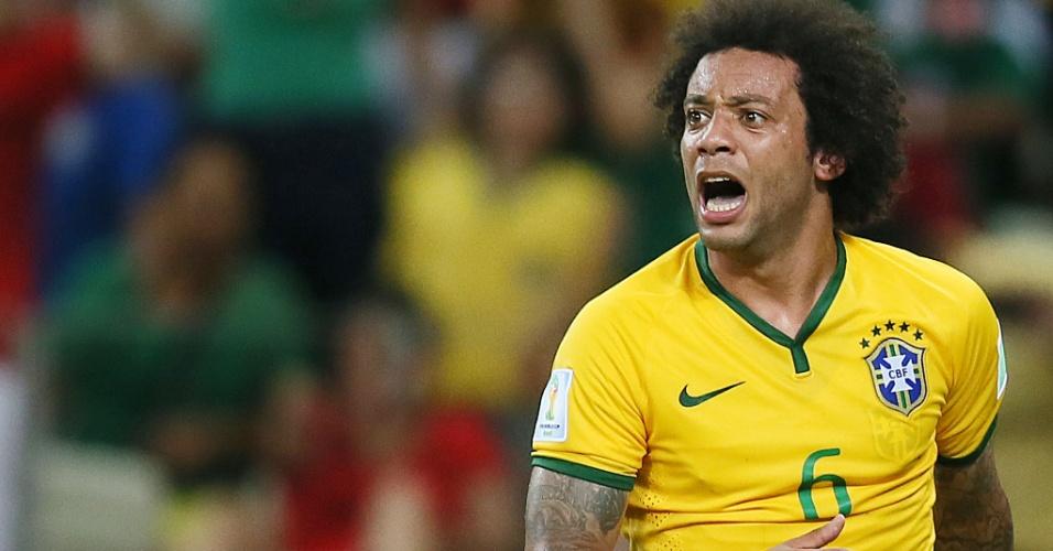 17.jun.2014 - Marcelo lamenta desfecho de jogada na partida entre Brasil e México, que terminou 0 a 0