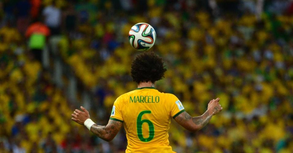 17.jun.2014 - Marcelo tentou de tudo, até cavar um pênalti no fim do jogo. Mas não impediu que o placar saísse do zero no Castelão