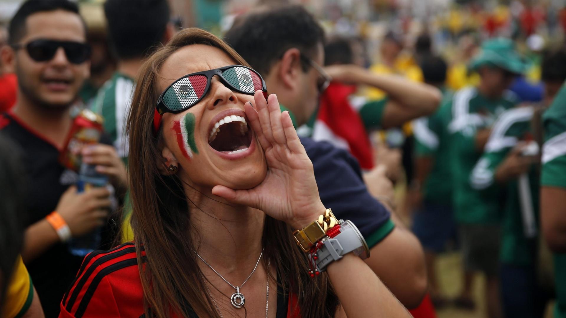 Torcida mexicana mostrou empolgação na chegada ao Castelão para o jogo contra o Brasil